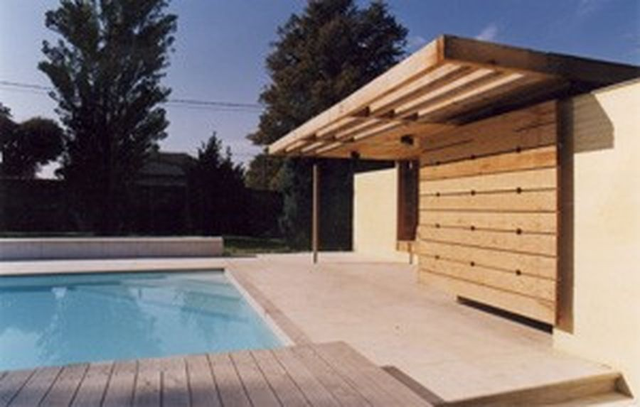Piscine avec pool house par suchail for Pole house piscine