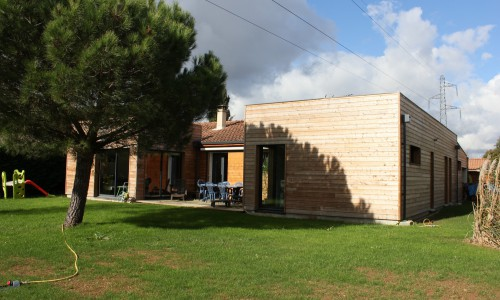 Renovation d 39 une villa des ann es 80 toulouse par pratviel for Renovation maison annee 80